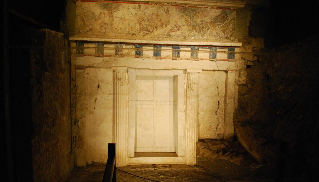 Inngangen til Filips grav nord i Hellas. Graven ble funnet på slutten av 1970-tallet, men hvem av kroppene i graven tilhørte Filip II? (Foto: Sarah Murray/CC BY SA 2.0)