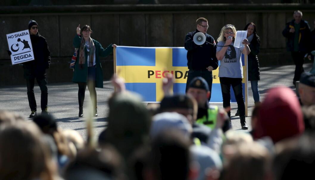 Anti-islamske Pegida representerer den største mobiliseringen sett på flere tiår fra en høyrefløy som historisk ikke har tradisjon for å gå i demonstrasjonstog. Her demonstrerer det svenske Pegida på Gotaplatsen i Gøteborg 18 april 2015. (Foto: Bjorn Larsson Rosvall, Reuters/TT News Agency)