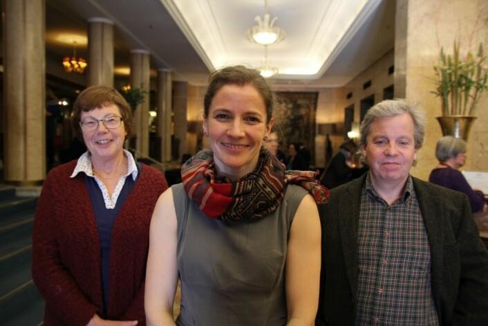 Ingrid Syse (t.v.) og Karin Sørlie har forska på mestringsforventningar som ein del av det større forskingsprosjektet Lærande Regionar. Her er dei saman med leiar for prosjektet, Göran Söderlund. (Foto: Katrine Sele)