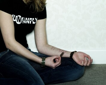 Tidlig omsorgssvikt øker risikoen for selvskading. (Foto: Colourbox)