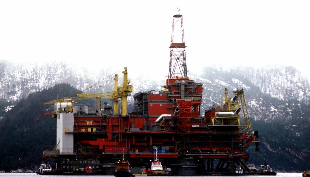 Oljeplattformen Statfjord B monteres i Yrkjesfjorden mars 1981.  NTB scanpix