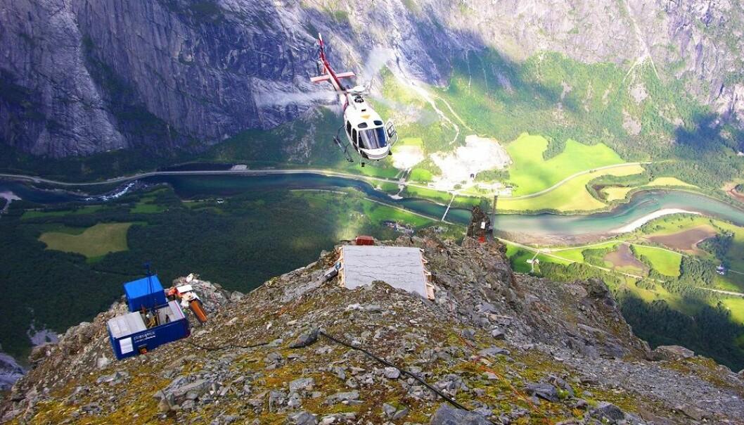 Etter ein vinterdvale starta Veslemanen i slutten av juni 2015 å røre på seg igjen, og NVEs geologar overvakar dette nøye. Dette området er i dag overvaka med bruk av radar som måler tusenvis av punkter i heile fjellsida. Bildet er teken ved det ustabile fjellpartiet Mannen i Romsdalen. (Foto: Einar Anda/NVE)