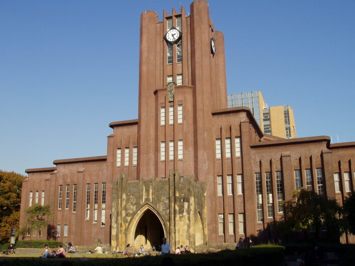 The University of Tokyo er Japans eldste universitet og har 30 000 studentar. Det reknes som Asias beste universitet. (Foto: Daderot, Wikimedia Commons)