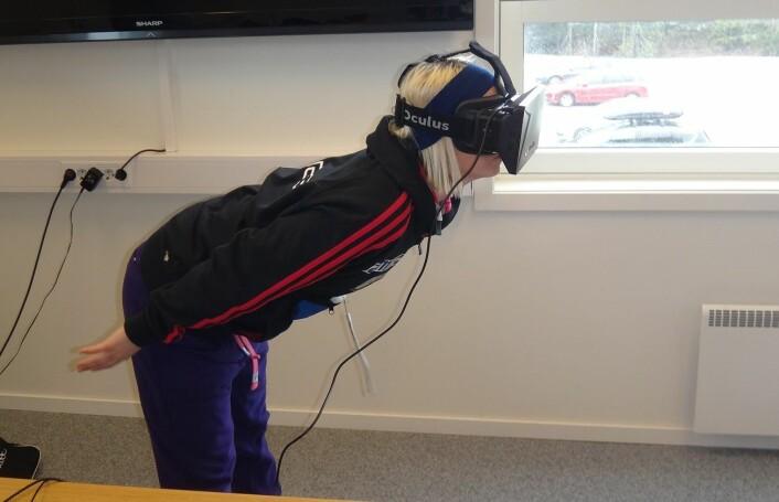 Hopplandslagets Line Jahr er blant dem som har prøvd 3D-simulatoren.  (Foto: NTNU)