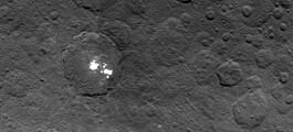 Flekker på Ceres, vulkaner på Venus