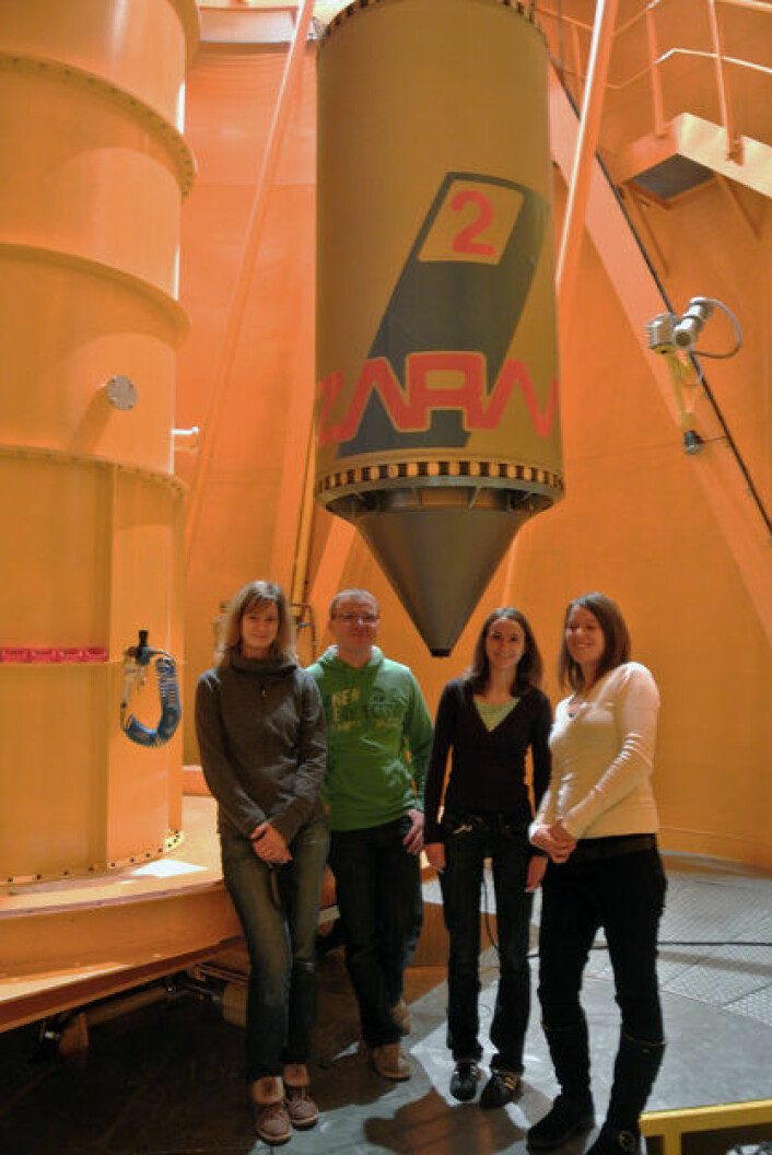 Vinnerne av ESAs studentprogram Drop Your Thesis! i 2012. De utførte sitt eget vitenskapelige forsøk i lav tygdekraft i falltårnet ZARM i Tyskland. (Foto: ESA/J. Makinen)