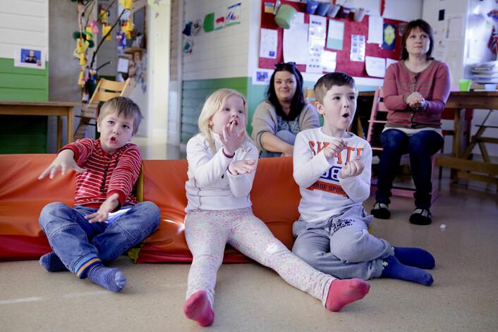 Teiknspråk har også ein meirverdi for dei andre elevane og for læringsmiljøet, ifølgje dei som har jobba med prosjektet. Prosjektet er difor retta mot heile opplæringsarenaen, og handlar ikkje om spesialundervisning retta mot enkeltelevar.  (Foto: Paul Sigve Amundsen)