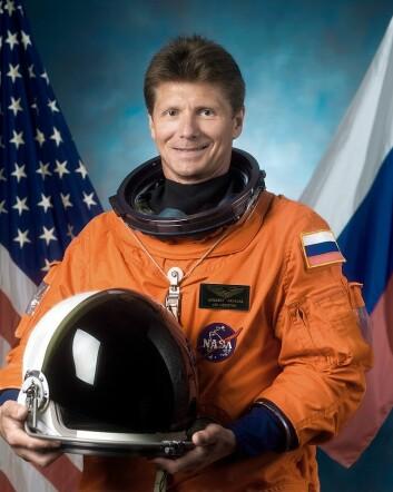 Russiske Gennadij Padalka har overtatt som stasjonssjef etter Terry Virts. Det er fjerde gang Padalka har denne jobben. (Foto: NASA)