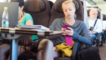 Kvinner reiser oftere kollektivt enn menn. (Foto: Colourbox)
