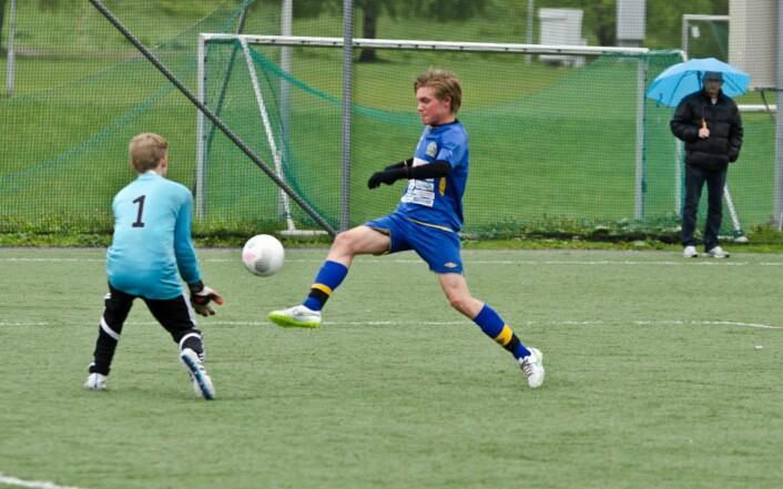 Erik Hilleren på vei til å score et av sine fem mål i kampen som Bøler vant 8–3. (Foto: Andreas B. Johansen)