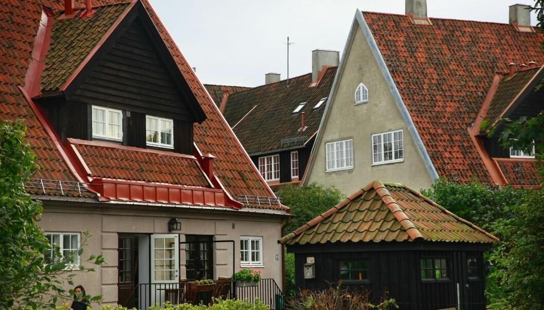 Det er spesielt de rike som bor atskilt fra andre sosialgrupper i Oslo og Akershus. Den gruppen som har sterkest økning i segregasjonen, er de nest rikeste. Altså dem samfunnsforskere ofte omtaler som øvre middelklasse. Dette bildet er tatt i Ullevål Hageby i Oslo.  (Foto: Morten Uglum, NTB scanpix)