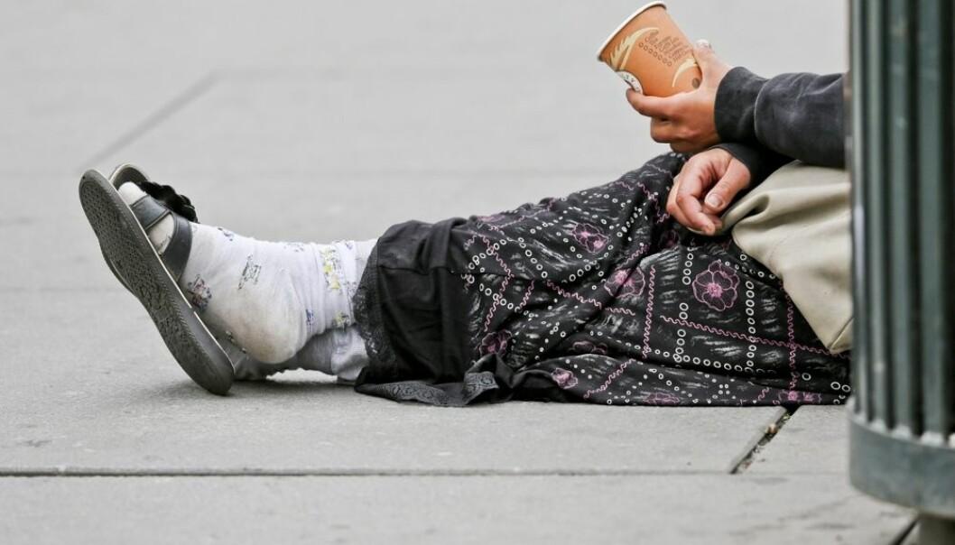 I Stockholm blir rom og rumenere som lever på gata generelt bedre behandlet enn de blir i Oslo, i følge en ny undersøkelse. Likevel er det flere som sier at de ønsker å komme tilbake til Oslo enn til Stockholm.  (Foto: Stein J Bjørge, scanpix)