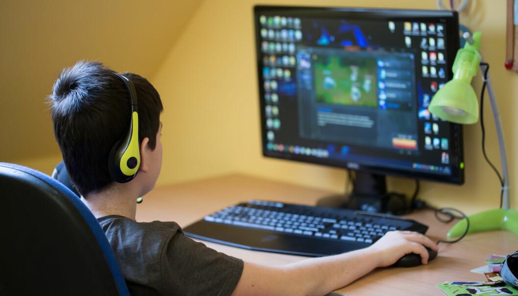 Beintettheten hos gutter blir merkbart dårligere når de sitter mer enn seks timer per dag, viser en ny studie fra UiT. (Foto: Microstock)