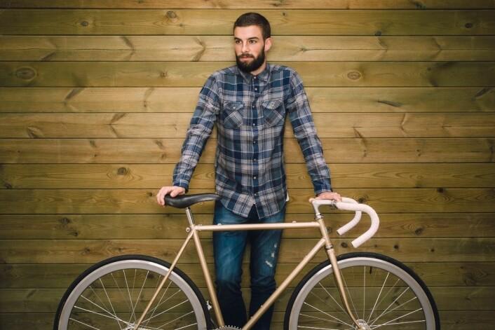 Ifølge Bjørnskau ved TØI har hipstersyklistene gjerne klassiske sykler eller nye retrosykler. De sykler helst i vanlige klær, uten lys og hjelm, og er generelt mindre opptatt av sikkerhet. (Foto: Microstock)