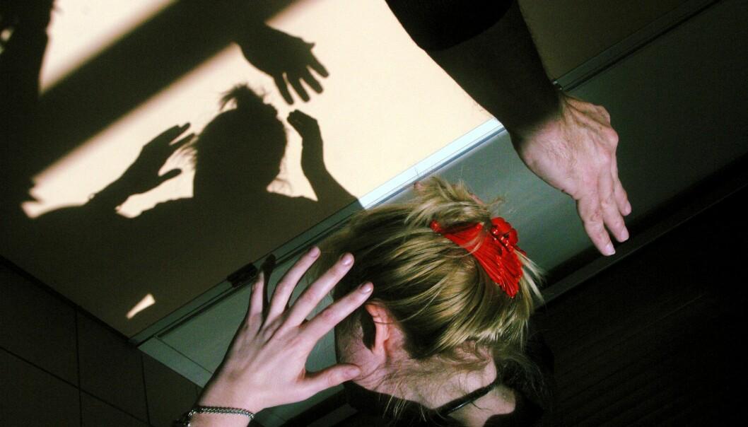 Fleirtalet av menn som slår har sjølv vorte utsett for vald eller overgrep i oppveksten, viser ny forsking. (Illustrasjonsfoto: Colourbox)