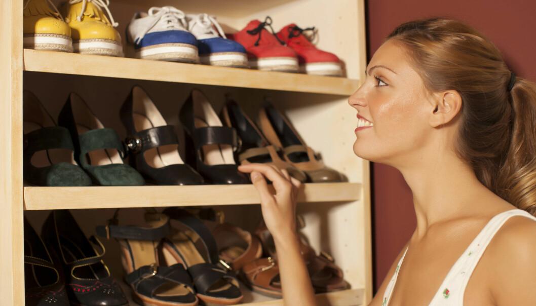 Hvorfor er kvinner umettelige på nye sko? En ny studie viser at noe av forklaringen kan være hormonell. Når kvinner er på sitt mest fruktbare, velger de flere ulike produkter enn ellers.  (Illustrasjonsfoto: Microstock)