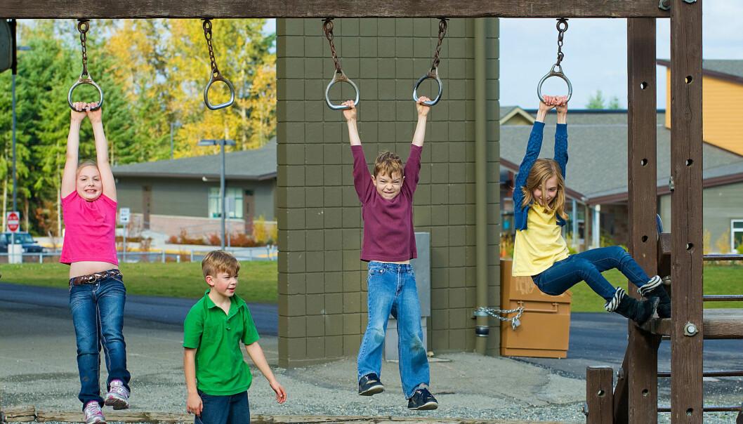 Løp og lek er både morsom og sunt. Ny forskning tyder også på at barna kanskje lærer mer av det.  (Foto: Microstock)