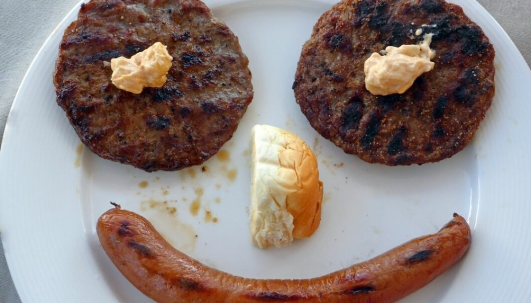 I følge FN står kjøttforbruket for nesten 20 prosent av verdens totale klimagassutslipp. Men norske forbrukere er ikke interessert i å gjøre noe med sitt eget forbruk. Norske menn og kvinner har aldri spist så mye kjøtt som vi gjør nå.  (Foto: Jan Ovind, NTB scanpix)