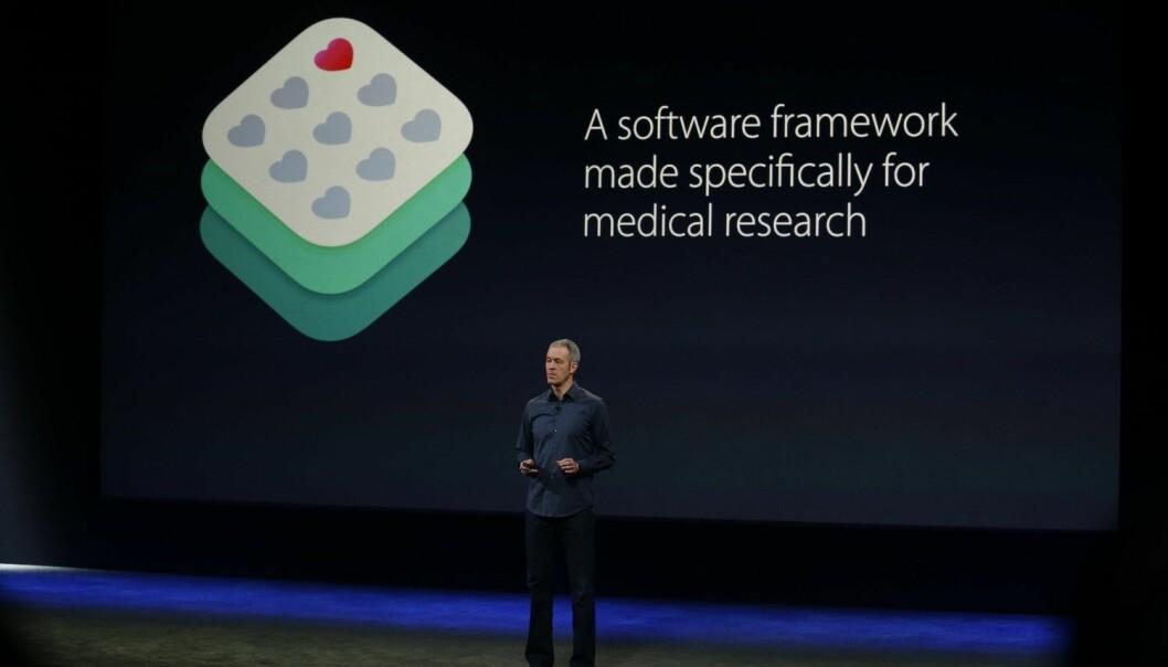 Apples Jeff Williams presenterer Researchkit i mars i år. Det finnes personvernproblemer med forsknings-apper, mener eksperter.  (Foto: Afp)