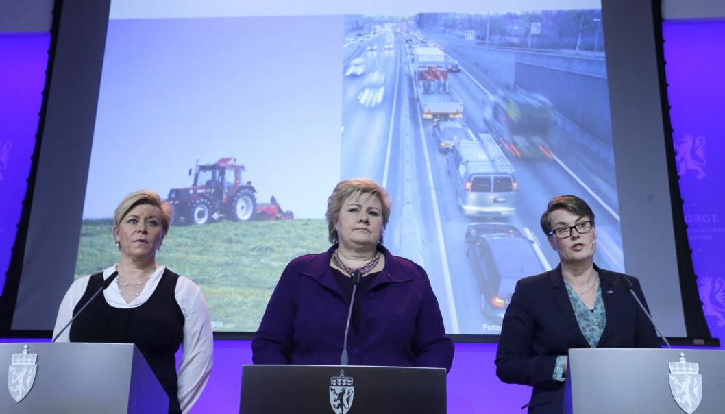 Alle snakker om det bærekraftige samfunnet, men det finnes ingen politikk som leder dit, mener svensk professor Göran Sundqvist. Her legger regjeringen fram forslag til norsk klimaforpliktelse for 2030.  (Foto: Terje Pedersen / NTB scanpix)