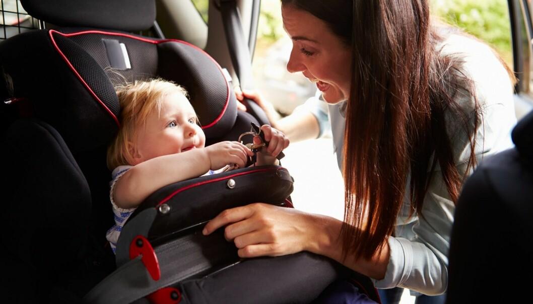 Biler er en av de største årsakene til utslipp av klimagasser. Kvinner tvinges til å bruke bil fordi de ofte har mer kompliserte reiseruter enn menn. Hvis de jobber, leverer de kanskje først barna i barnehagen, de handler, eller de besøker pleietrengende slektninger. (Illustrasjonsfoto: Microstock)