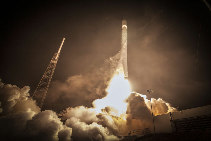 Oppskytning av SpaceX Falcon 9 fra Space Launch Complex 40 på Cape Canaveral, 1. mars 2015. (Foto: SpaceX)