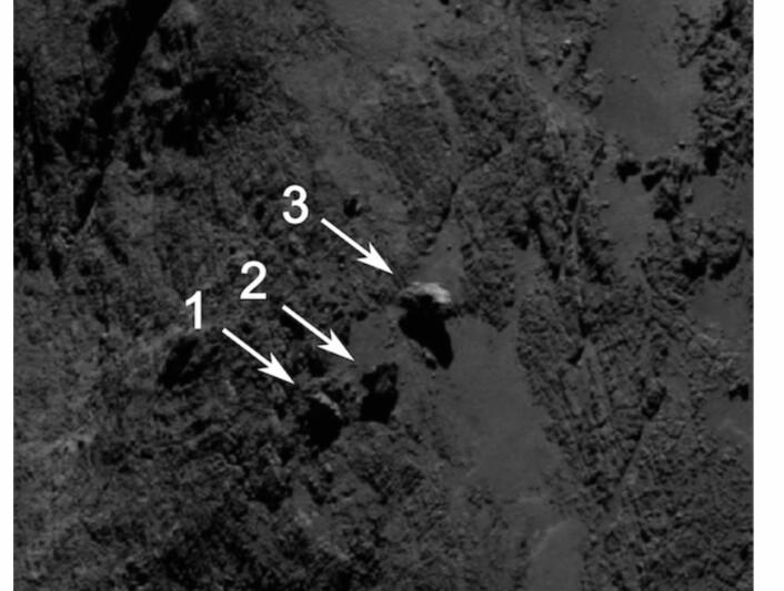 Hmmm, hva er det Rosetta har oppdaget her? Har Obelix stablet bautasteiner oppe på kometen? (Bilde fra ESAs web-side).