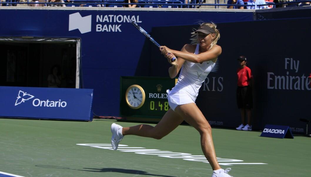 Det er en fordel for tennisspillere å stønne, viser ny forskning. Det hjelper til å overføre energien fra beina til overkroppen. Her er det toppspilleren Marija Sjarapova under Rodgers Cup i Canada.  (Foto: Colourbox)