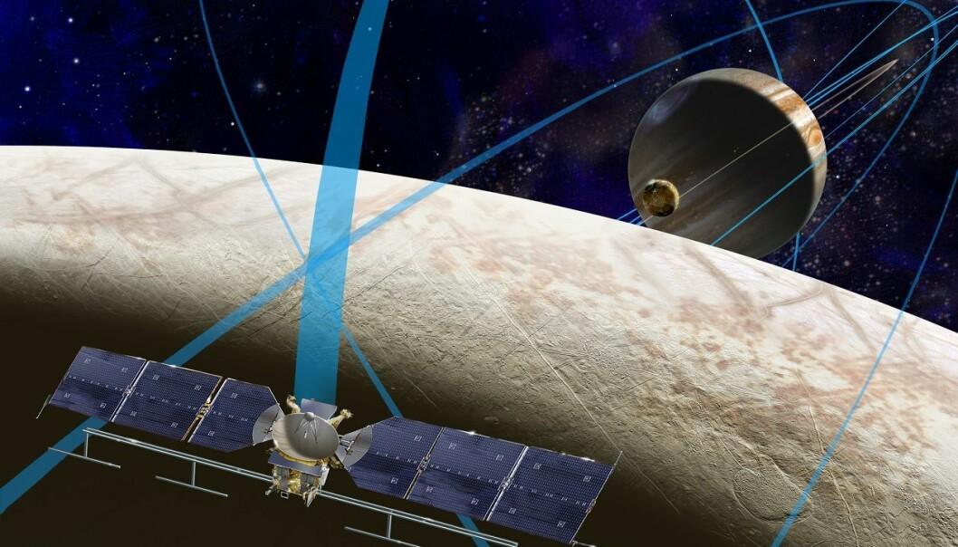 Slik ser en kunstner for seg at Europa Clipper skal suse rundt Europa, til Jupiter og tilbake igjen mange ganger. (Foto: NASA/JPL)