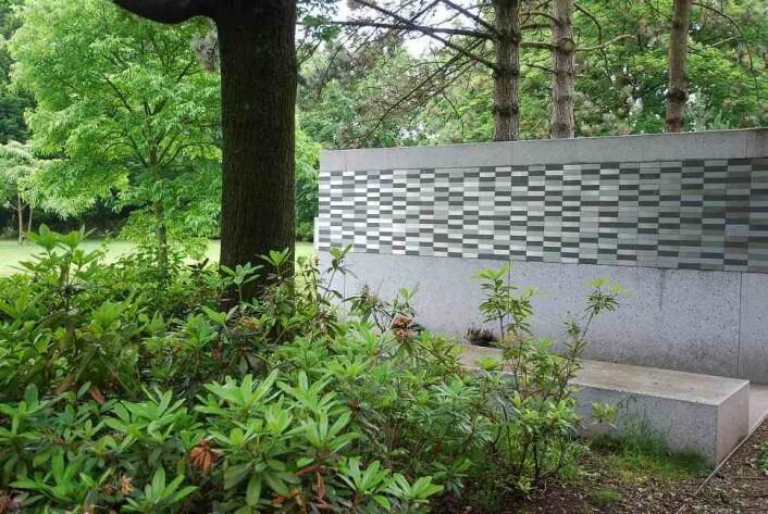 De Nieuwe Ooster i Amsterdam har en navnet minnelund som passer godt når det er plassmangel. (Foto: Rannveig Søndergaard Holm)