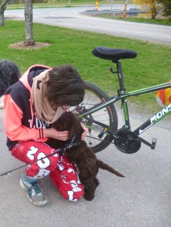 Mia har hilst på mange russ i hele mai, men på selve nasjonaldagen var hun hjemme med Gunnar. (Foto: Emma Mary Garlant)