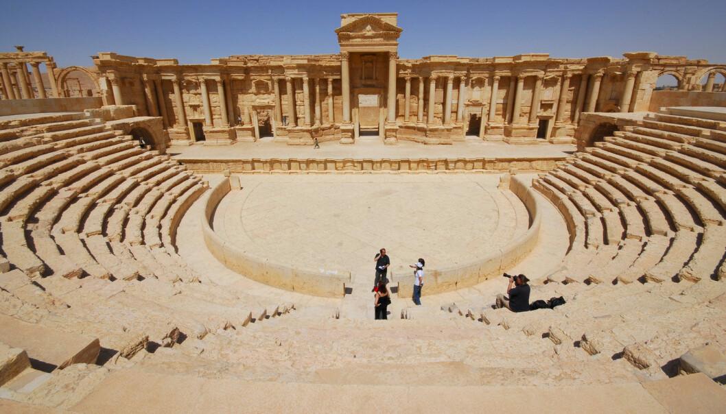 Teateret i Palmyra. Ruinene er i dag blant de største og mest særegne kulturminnene i Midtøsten. Blandingen av gresk-romerske, syriske, arabiske og mesopotamiske impulser som kommer til uttrykk i kunst, arkitektur og innskrifter savner sidestykke.  (Foto: Omer Sanadiki, Reuters)