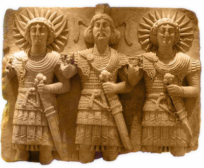 Palmyras tre guder: Aglibol (Måneguden), Baal Shamin (Skymesteren) og Malakbel (Solguden). Kunstverket er fra det 1. århundret etter Kristus. Blir hedenske skulpturer som dette nå ødelagt av IS?   (Foto: NTB Scanpix)