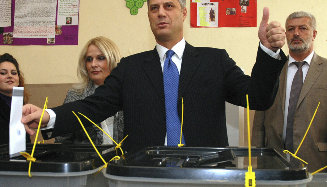 Kosovos statsminister Hashim Thaci stemmer ved lokalvalget i 2009. Dette var det første demokratiske valget etter at Kosovo erklærte seg uavhengige året før. Ifølge den nye studien er Kosovo et godt eksempel på en stat der borgerne knapt hadde noen innflytelse på grunnlovsarbeidet, men hvor demokratiet har økt likevel. (Foto: Hazir Reka, Reuters)