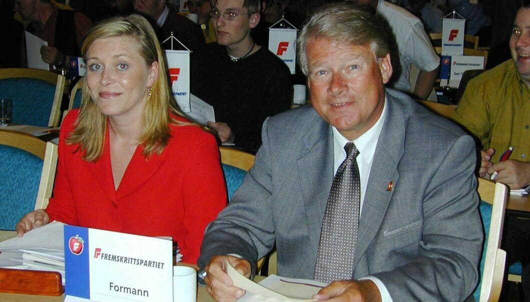 Landsmøte i Fremskrittpartiet i mai 2000. Daværende leder Carl I. Hagen og første nestformann Siv Jensen fulgte den politiske debatten fra første benk. (Foto: Kari Westengen, NTB scanpix)