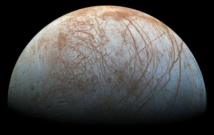 Europa fotografert fra NASAs romsonde Galileo seint på 1990-tallet. (Foto: NASA/Jet Propulsion Laboratory)