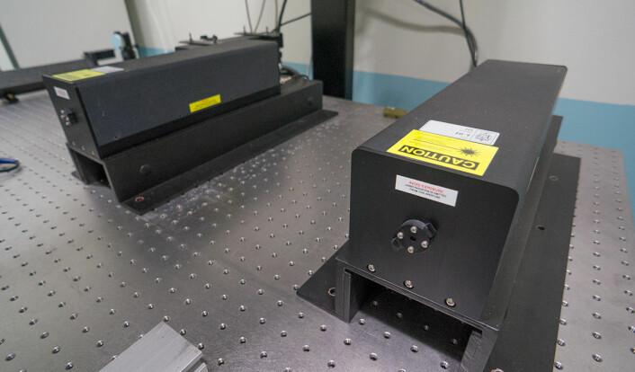 Disse laserne på Justervesenet brukes blant annet til å gjøre svært presise lengdemålinger. (Foto: Arnfinn Christensen, forskning.no)