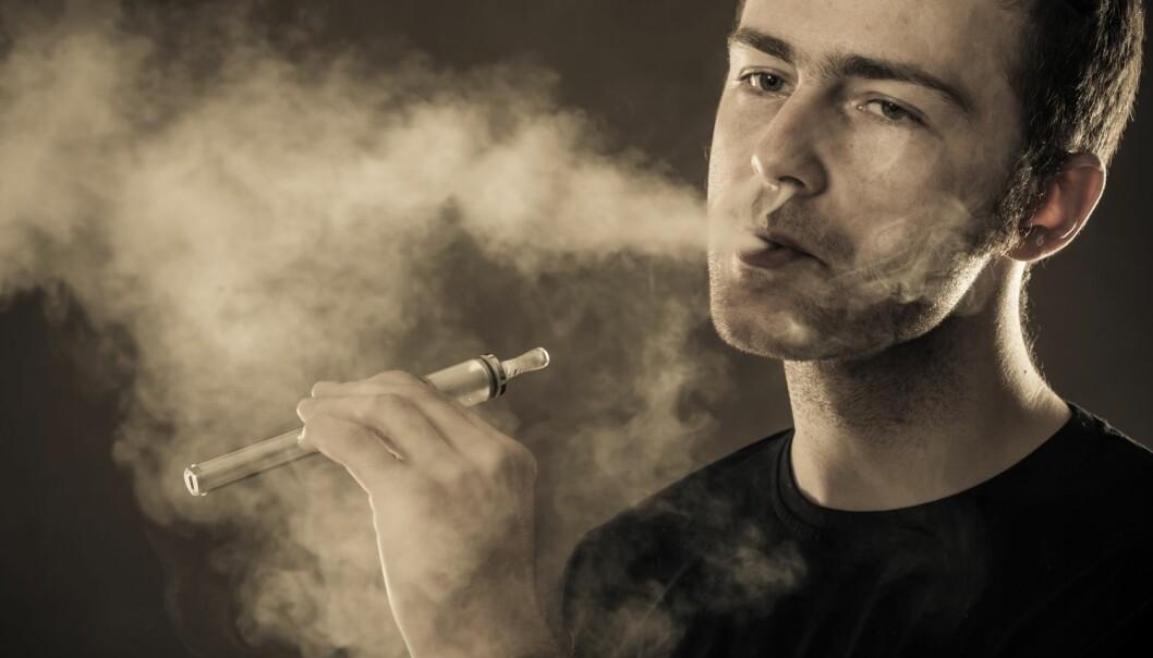 På kort sikt reduserer e-sigaretter bra suget etter vanlige sigaretter. Etter seks måneder er effekten ikke bedre enn med andre røykevvenningsmidler.  (Illustrasjonsfoto: Colourbox)
