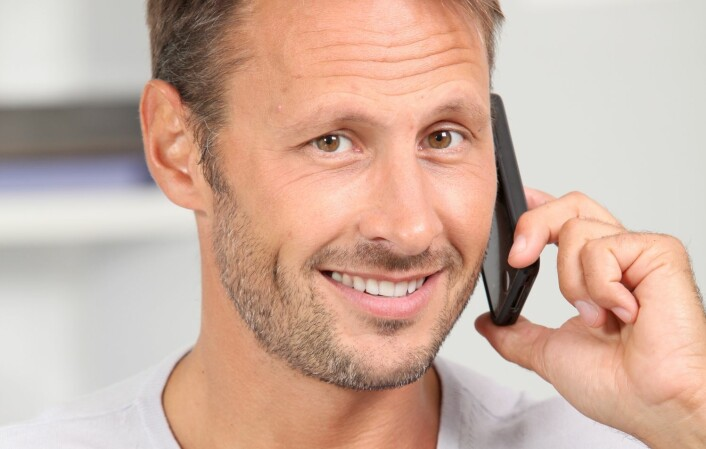Svarene blir gjerne snillere, mildere og mer moderate i telefonintervjuer, enn om intervjuet blir gjort via nettet. Slik kan dataene forskerne får bli forskjellige.  (Foto: Colourbox)