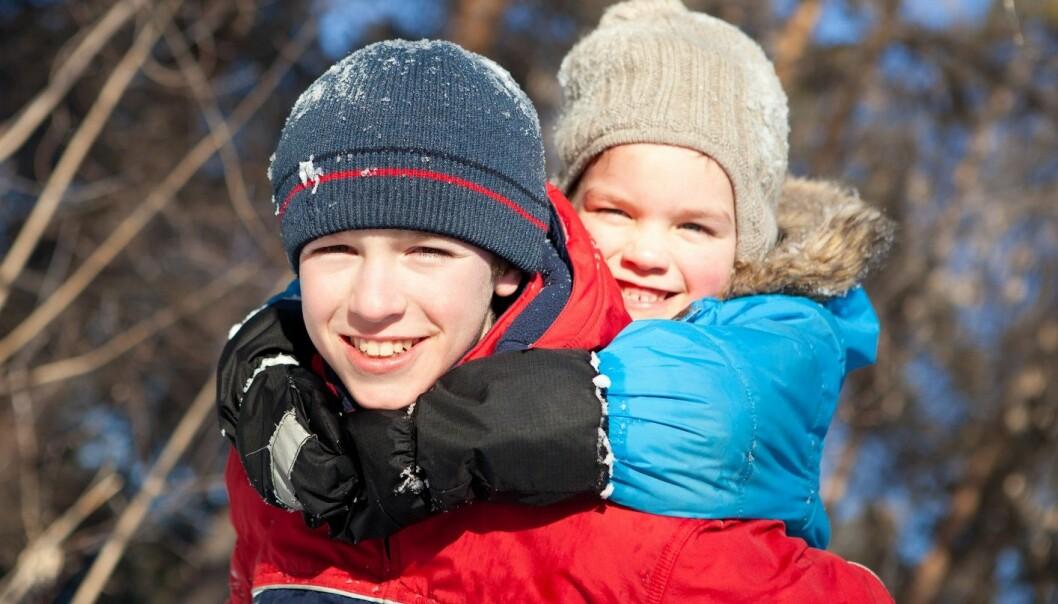 Unge gutter har en kompetanse som kan utfylle de voksne i barnehagen. De kan nmlig leke! (Illustrasjonsfoto: Microstock)