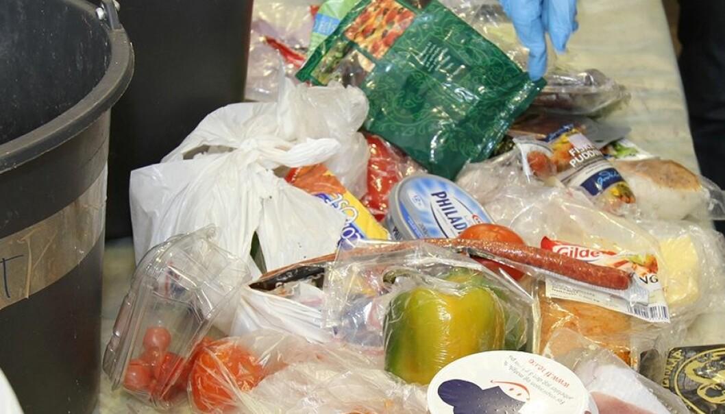 Å kaste mat er faktisk mer skadelig for miljøet enn for mye embalasje. (Foto: Kjell J. Merok)