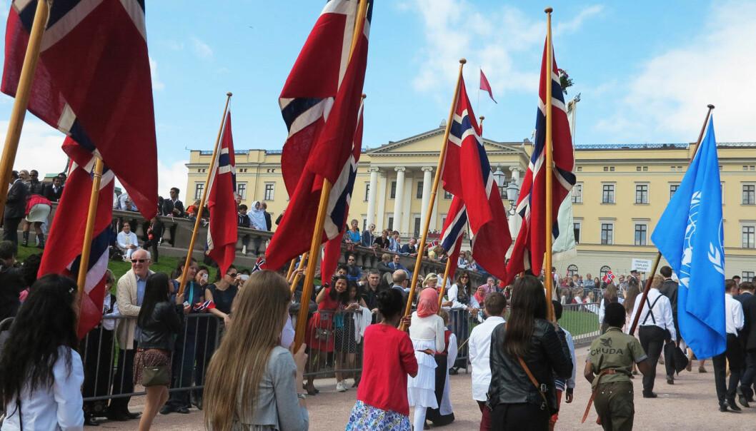 Barnetoget går opp Karl Johans gate og når snart Slottet. Hvordan ser dagen ut for utlendinger? (Foto: Berit Keilen, NTB scanpix)