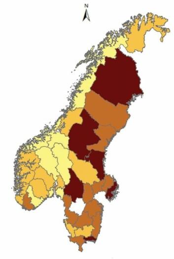 Kartet viser hvor økosentrisk (mørk farge) folk svarer i Sverige og Norge, fordelt på fylker. Svensker ser seg selv som en del av naturen, mer enn hva nordmenn gjør (Foto: Fra studien)