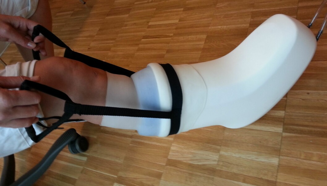 Lett på foten er man kanskje ikke under behandling, men tester dokumenterer at utstyret øker blodsirkulasjonen i beina. (Foto: Otivio)