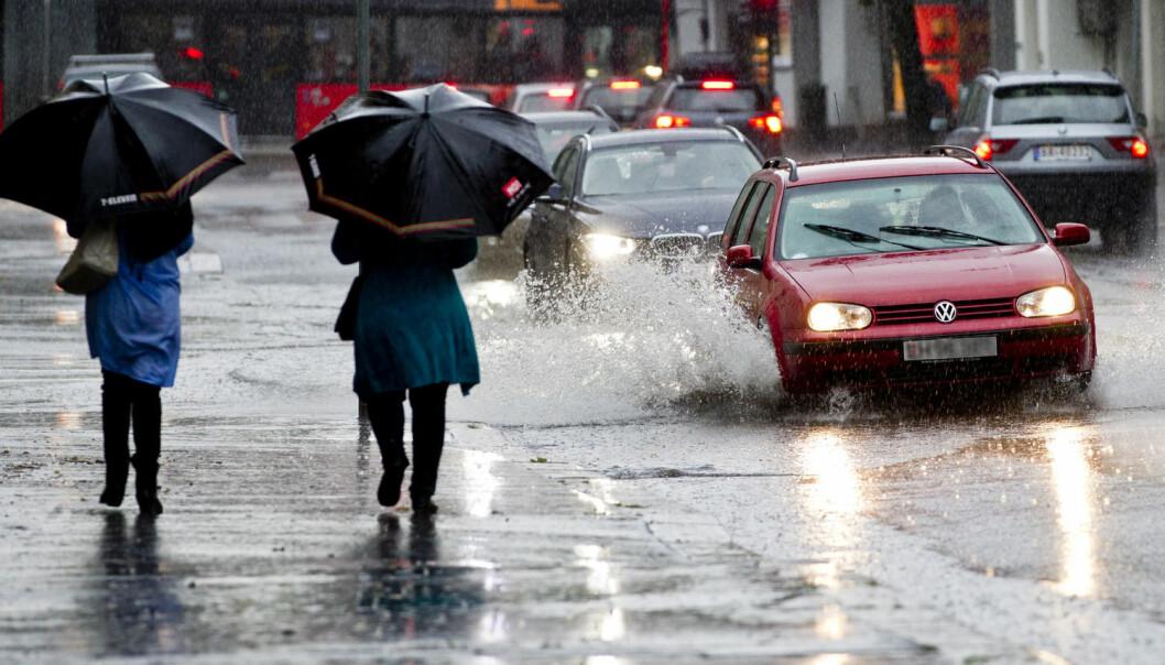 Selv om Norge har blitt rammet av flere ekstremvær det siste året, bekymrer færre nordmenn seg for følgene som klimaendringer kan ha for dem selv, familien deres og hjemmet deres.  (Foto: Vegard Wivestad Grøtt, NTB Scanpix)