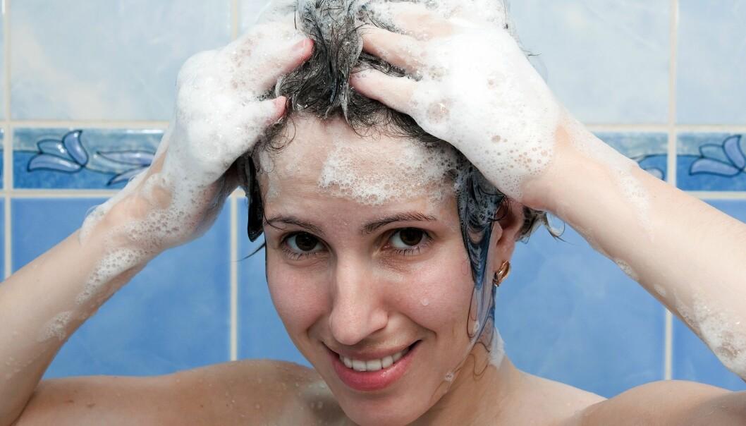 Denne gangen er spørsmålet til forskerne hvor ofte håret trenger en tur inn under dusjen.  (Foto: Colourbox)