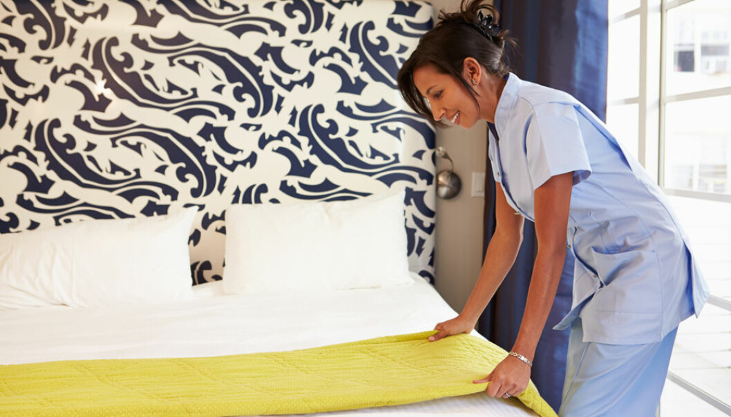 Trengs det blondt hår for å jobbe i resepsjonen? Mange ikke-vestlige innvandrere får jobb innen romservice eller rengjøring ved norske hoteller. Men de som ønsker å avansere, møter veggen på grunn av språkproblemer, viser en ny doktorgrad.  (Foto: Microstock)