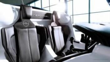 Det er plass til to i AeroMobil. Den ene av dem må ha flysertifikat.  (Foto: Aeromobil.com)