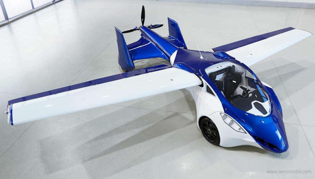 AeroMobil kan fly i 200 kilometer i timen og kjøre litt saktere på bakken.  (Foto: Aeromobil.com)