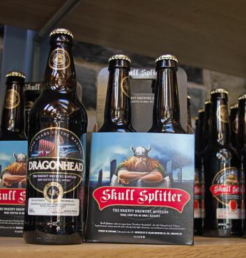 Vikingarven er salgsargument. Orkney Brewery bruker både drageskipet og skallekløyveren – oppkalt etter jarlen Thorfinn Torf-Einarsson, også kjent som Þorfinnr Hausakljúfr. (Foto: Georg Mathisen)
